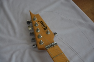 ヘッド部から弦を外す